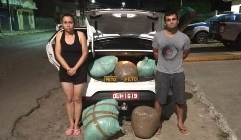 Dupla presa com R$ 500 mil em porta-malas de táxi
