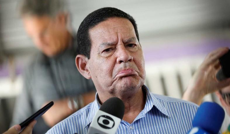 Bolsonaro terá de ficar pelo menos cinco dias hospitalizado e cerca de dez dias em casa