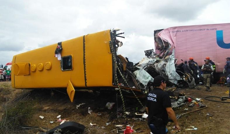 Segundo informações preliminares, o acidente deixou mortos