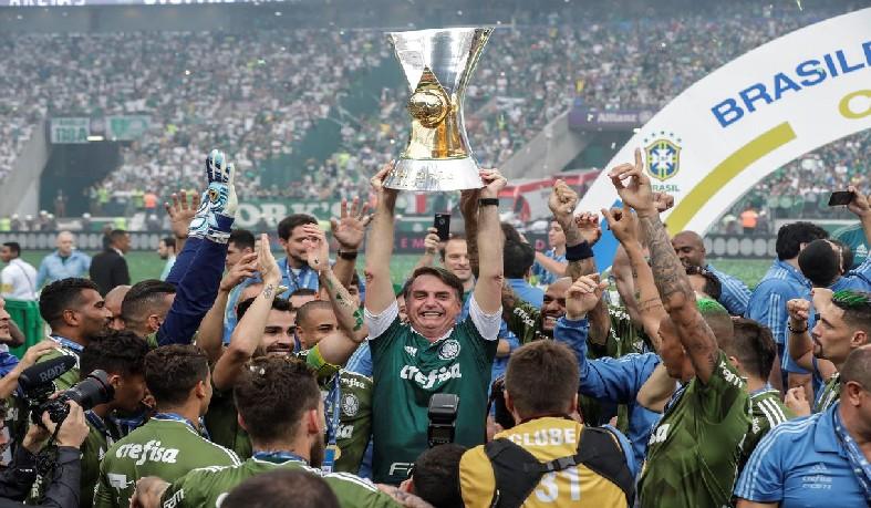 O Palmeiras - por antecipação - se sagrou domingo passado campeão contra o Vasco (1x0), e jogou hoje apenas para cumprir tabela.