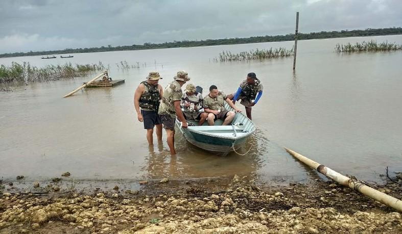 Barco vira e pessoas desaparecem no Rio São Francisco, em Xique-Xique