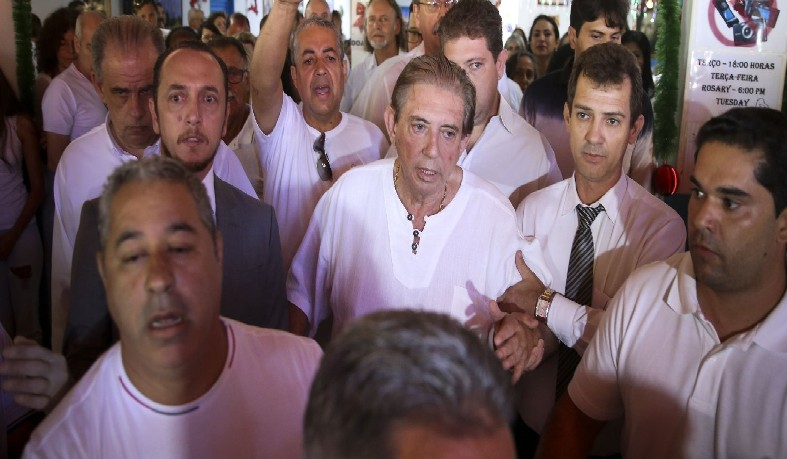 Ele ainda afirmou que não entrega receitas ao fiéis que vão à Casa de Dom Inácio de Loyola, em Goiás