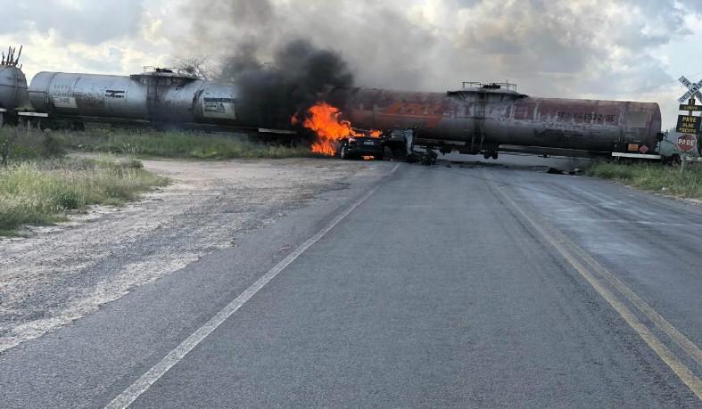 Homem morre após batida entre carro e trem na BA-493