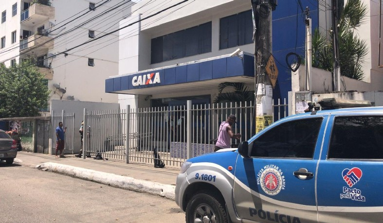 Agência da Caixa no bairro de Periperi, em Salvador, foi atacado por assaltantes