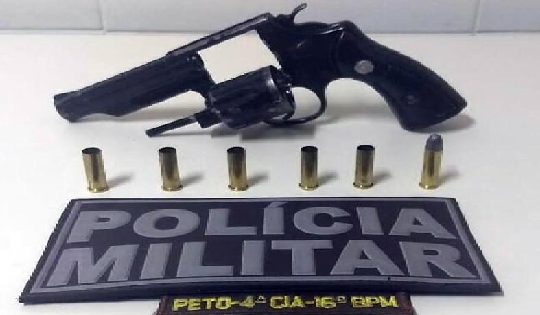 A arma foi levada para a delegacia da cidade, onde o caso foi registrado.