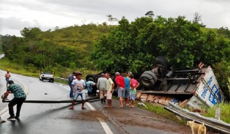 Acidente em rodovia no sul da Bahia