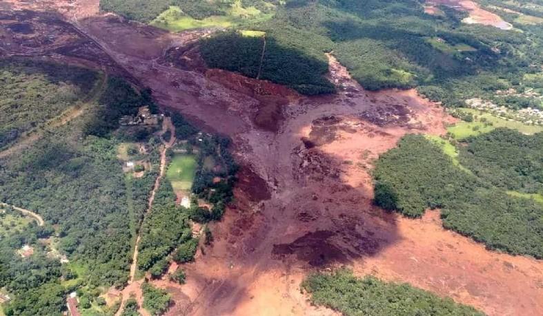 Mineradora Vale confirmou que rejeitos atingiram a área administrativa da companhia e parte da comunidade da Vila Ferteco