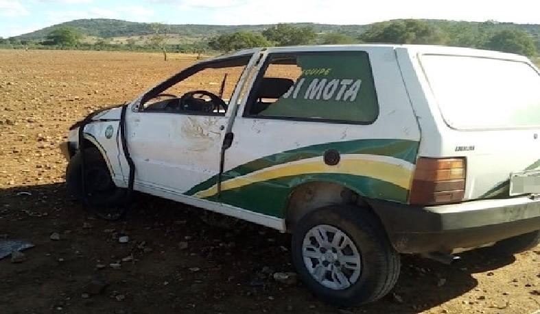 O motorista sofreu ferimentos leves e os outros ocupantes do veículo não ficaram feridos.