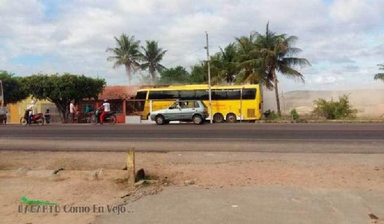 Um funcionário da empresa responsável pelo transporte morreu no local.