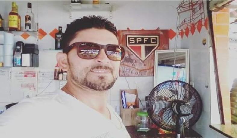 Nildo Carneiro, de 39 anos, foi morto com um golpe de faca na Praça Nove de Maio, em Capim Grosso