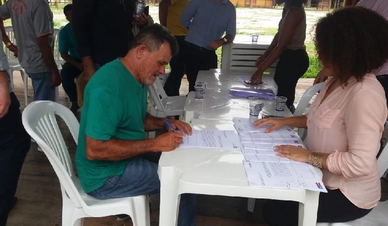 Associação de Serra Branca, zona rural de Santaluz, foi contemplada com um trator agrícola.