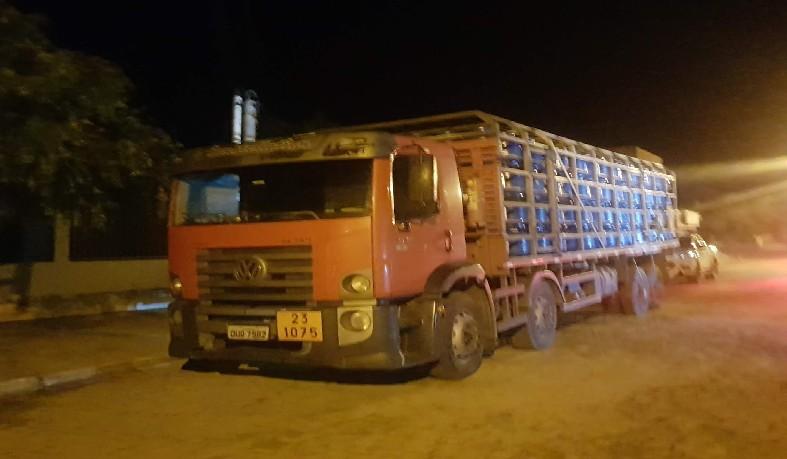 Motorista do caminhão foi conduzido à delegacia para prestar esclarecimentos