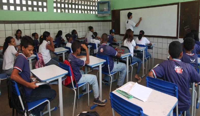 A convocação foi feita pela Confederação Nacional dos Trabalhadores em Educação (CNTE).