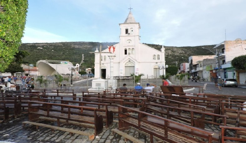 O templo foi atingido por um incêndio na  madrugada do dia 20 de abril.