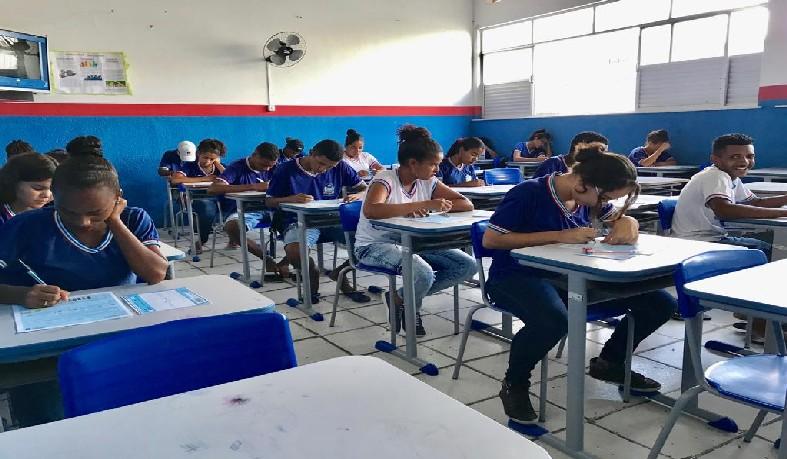 Estudantes do Ensino Médio da Bahia passarão a ter uma hora a mais de aulas