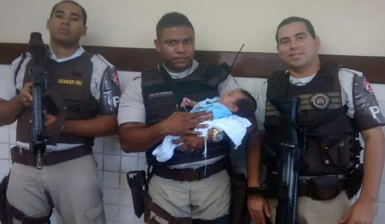 Bebê foi abandonado em avenida de Camaçari e resgatado por policiais na Bahia