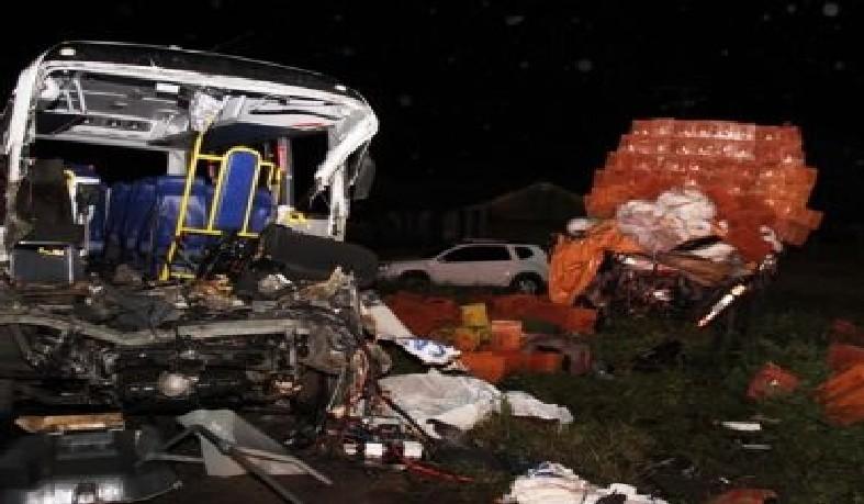 No momento do acidente, o micro-ônibus levava 17 pessoas que vinham de Salvador onde tinham ido para procedimentos de saúde