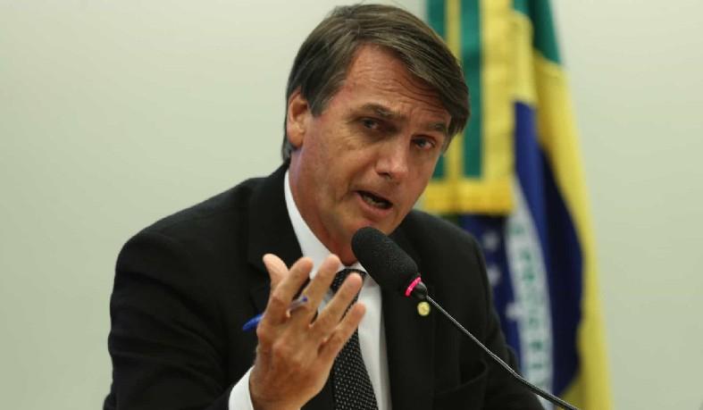 Após acusações de toma lá, dá cá, Bolsonaro disse que está 'apenas cumprindo lei'