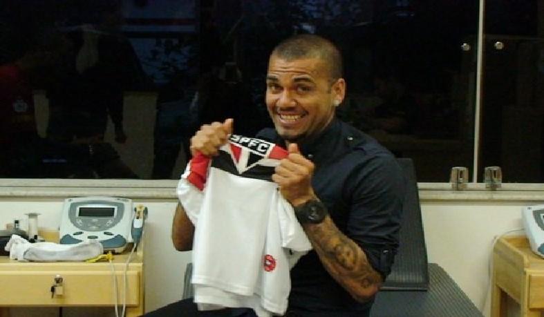 O São Paulo conta com outro trunfo, o fato do atleta, de 36 anos, ser torcedor são-paulino e que gostaria de encerrar a carreira vestindo a camisa do time.