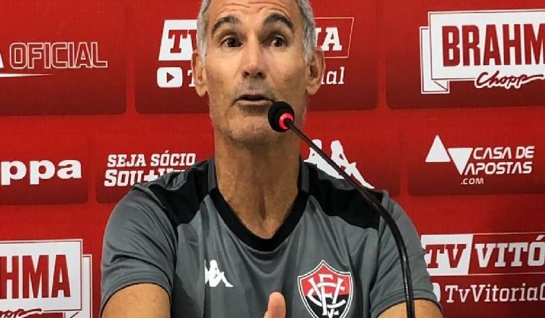 A estreia de Amadeu no Vitória será no jogo contra o Paraná