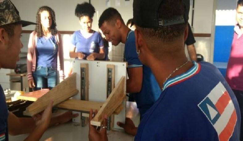 O estudante João Marcos Pereira, 17, contou que a experiência tem sido gratificante porque, além do aprendizado, pode oferecer um produto acessível para todos.