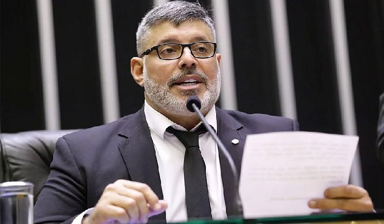 Pedido de expulsão foi feito por Carla Zambelli (PSL-SP) e decisão foi unânime