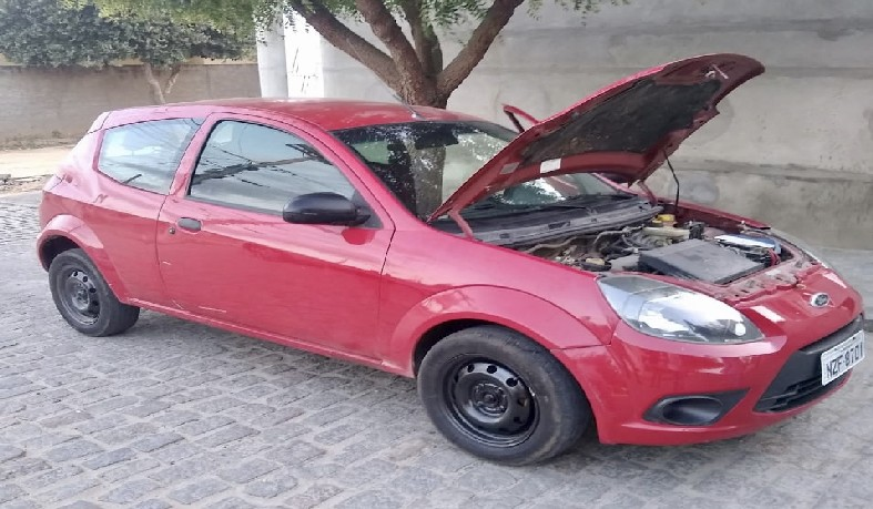 Apreensão do veículo irregular foi feita pela Polícia Militar