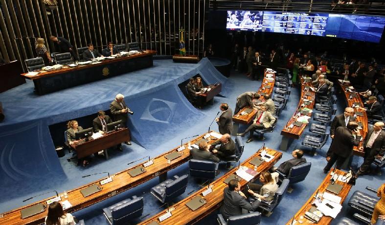 Senadores começam a discutir destaques
