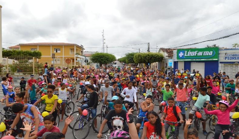 As crianças fizeram um percurso de 5Km pelas principais ruas da cidade.