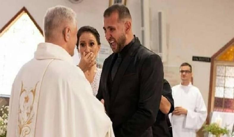 Padre Wilson apareceu no casamento de surpresa para o casal, que ficou muito feliz e emocionado ao vê-lo