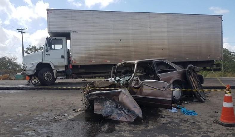 Acidente ocorreu na manhã segunda-feira, na BR-116, trecho de Santo Estevão