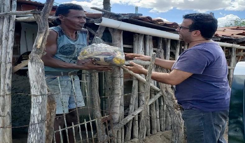 Natal Solídário Deon Motos distribui mais de 600 quilos de alimentos em comunidades carentes