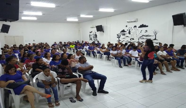 O objetivo da atividade foi de promover a reflexão sobre as dificuldades de ser mulher numa sociedade patriarcal