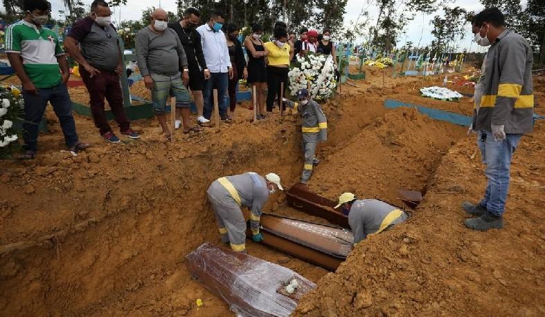As valas comuns já não dão conta da alta demanda por enterros em Manaus