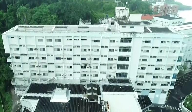 Após colocar fogo em colchão, paciente pulou por uma janela e fraturo perna.