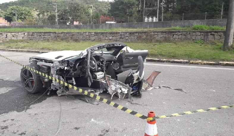 Acidente matou empresário em SC e deixou carro partido ao meio