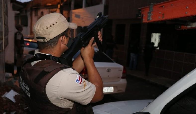Operação na Bahia busca por foragidos suspeitos de participação em tráfico, homicídios e assaltos
