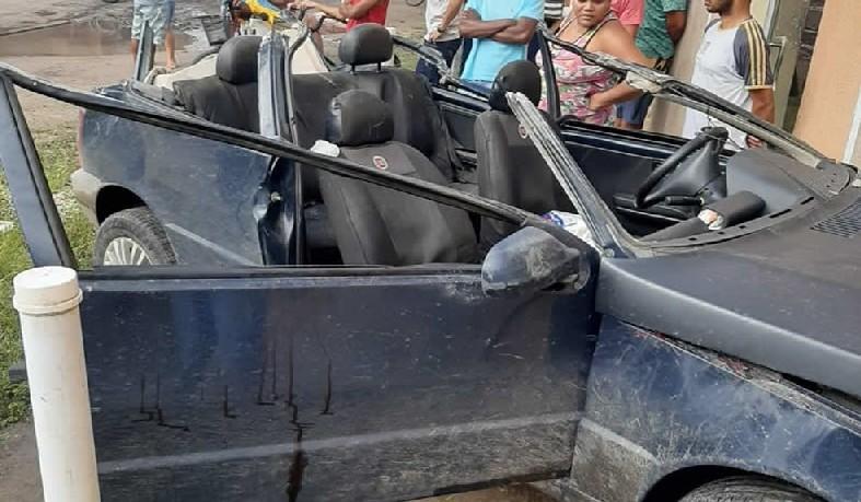 Veículo teve teto arrancado em acidente, que terminou com prisão do condutor