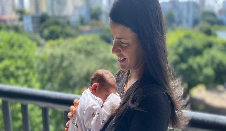 Mãe, que é médica, recebeu as duas doses da vacina Oxford/Astrazeneca