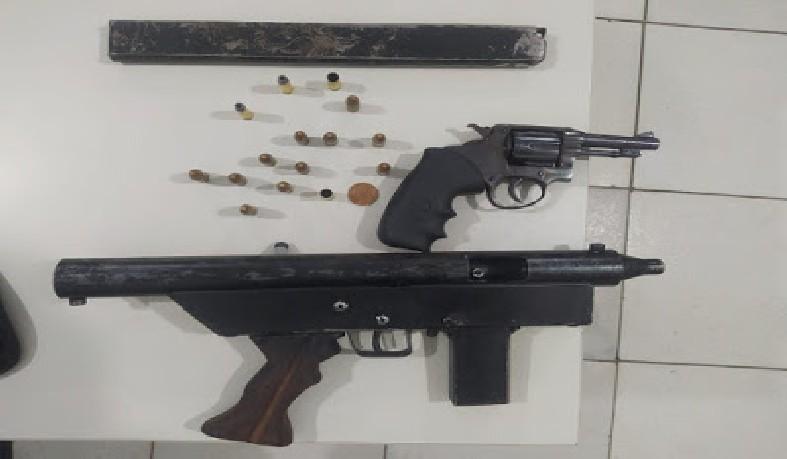 Uma submetralhadora e um revolvér calibre 38 foram apreendidos