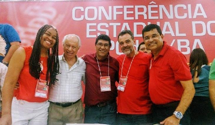 Zé Paulo ao lado de Olivia Santana, Aroldo Lima, e o deputado federal Daniel Almeida e  Devidson Magalhães