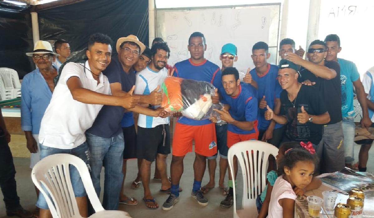 'Zé Paulo', participou da solenidade de premiação de um torneio de futebol realizado no Assentamento Chico Pereira.