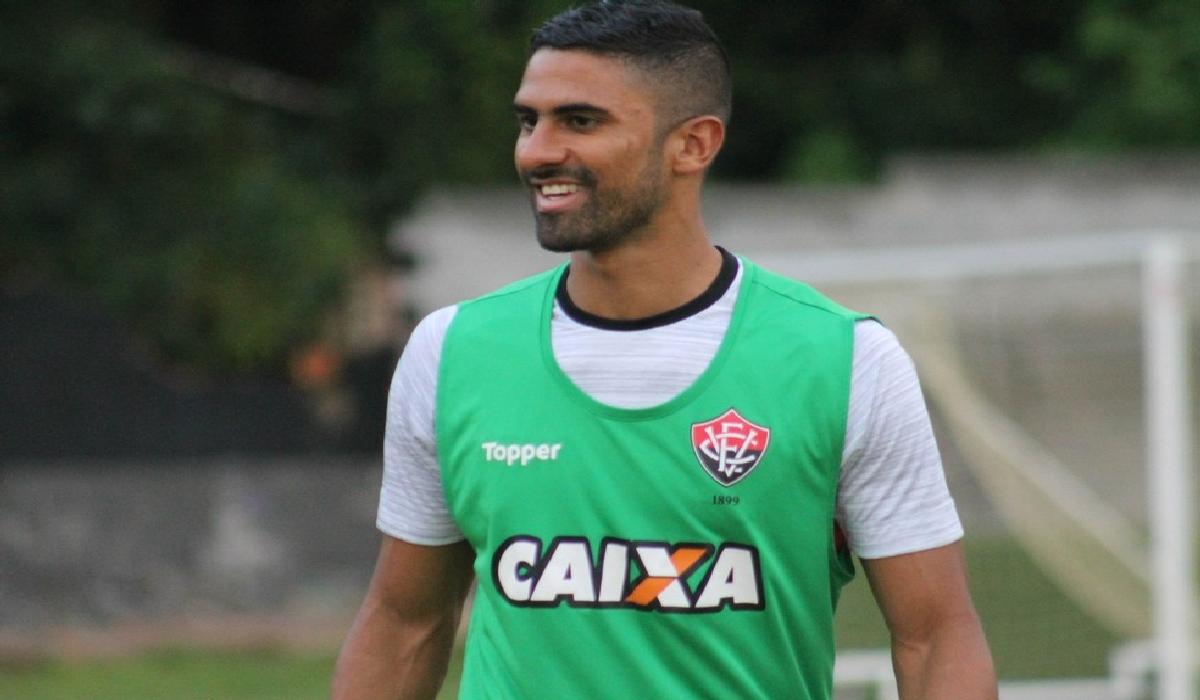 Com a decisão, o jogador está liberado para atuar contra o Grêmio, domingo (12).