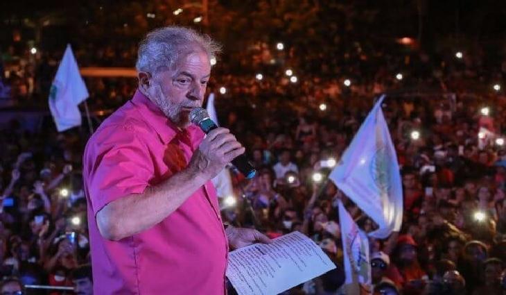O ex-presidente está realizando uma caravana pelo estado de Minas Gerais.