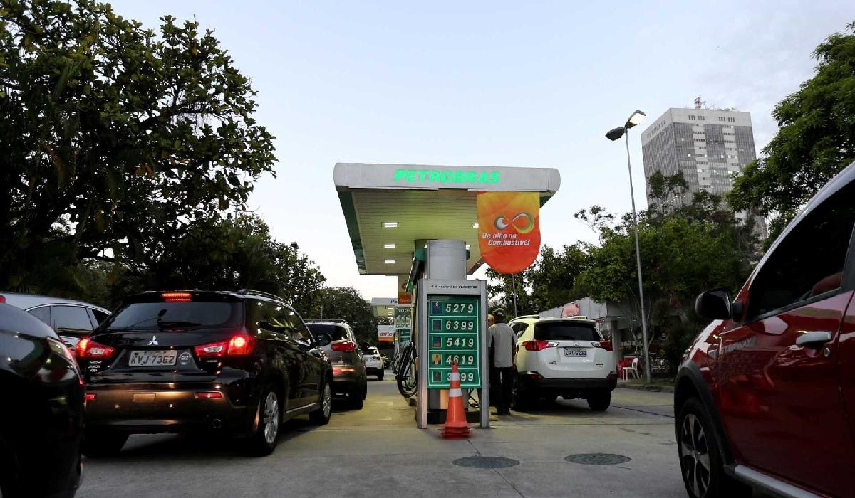 O aumento foi puxado pela alta nos preços da gasolina, energia elétrica, e alimentos e bebidas
