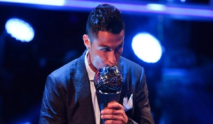 O português Cristiano Ronaldo, do Real Madrid, foi escolhido pela Fifa o melhor jogador do mundo
