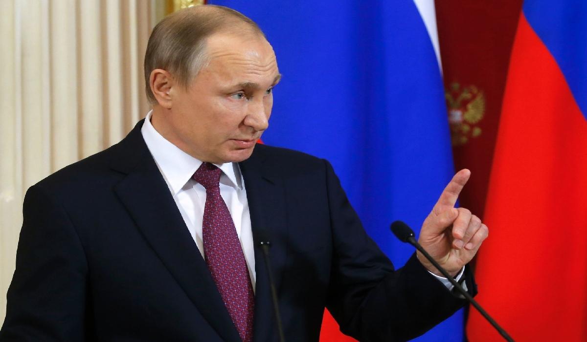 Putin fez o anúncio durante visita surpresa à base aérea russa de Hmeymim na província síria de Latakia.