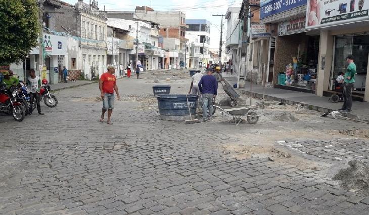 Obras na Rua Rio Branco em Santaluz.