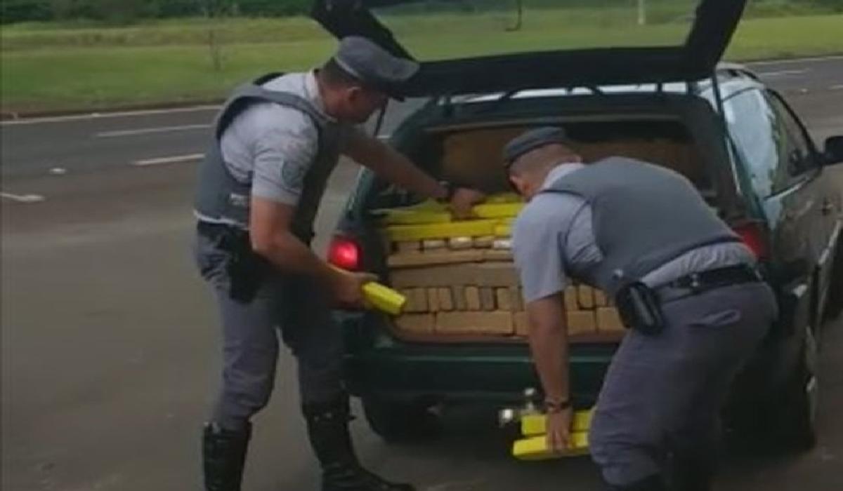 Policiais apreenderam diversos tabletes de maconha na SP-280, em Avaré
