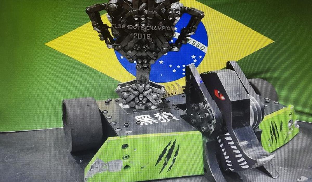 Brasileiros vencem na China competição internacional de luta de robôs, com o Dark Wolf